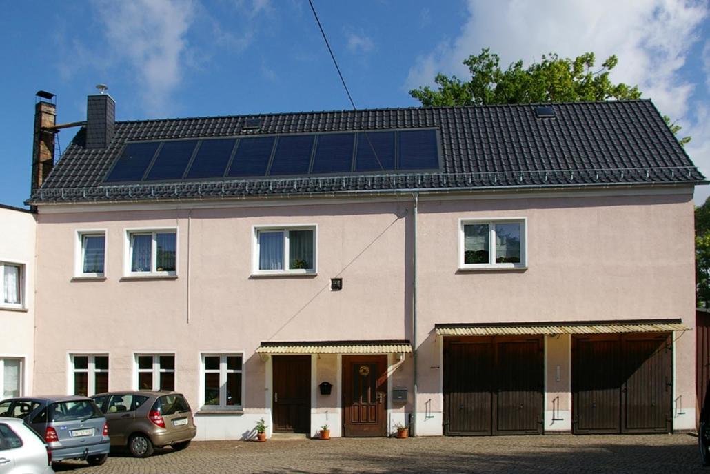 Tonziegeldach mit Solaranlage